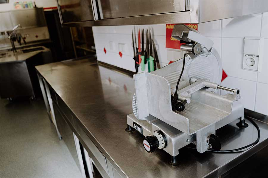 Küche Jugendherberge Jugendhaus Sonnegg schneidemaschine