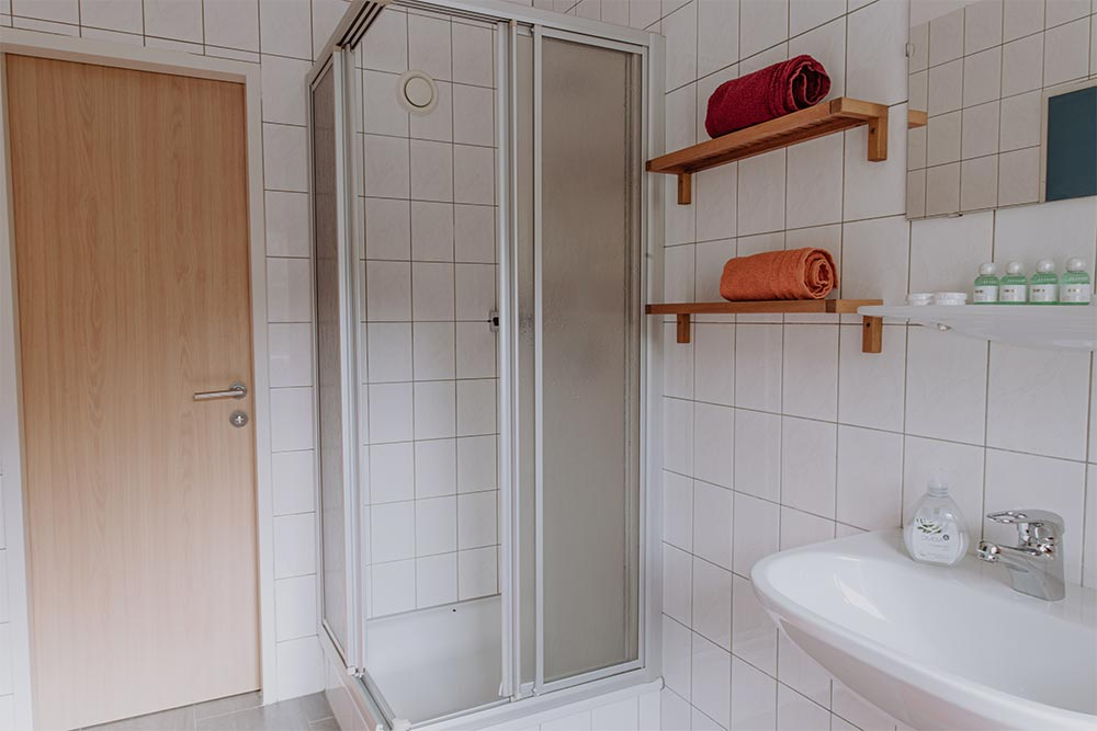 Jugendpension Sonnegg in Saalbach Jungenunterkünfte mit eigenem Bad