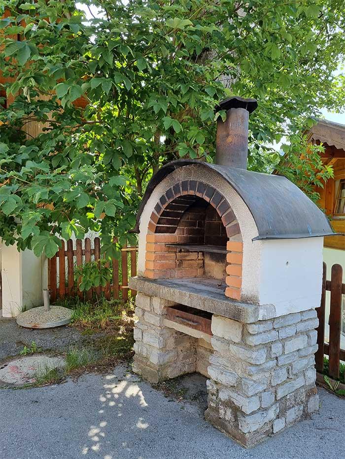 Griller für die Gäste der Jugendherberge Sonnegg steht ein Griller zur Verfügung