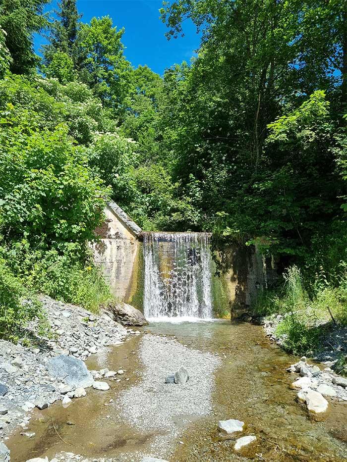 Wasserfall bei der Jugendpension Sonnegg
