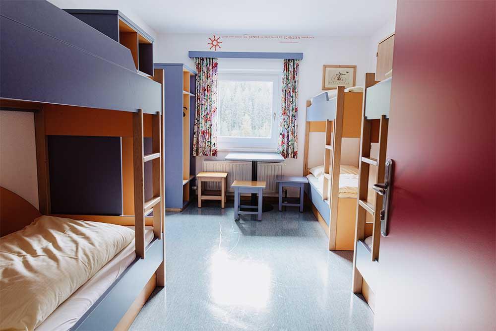 Stockbetten in den Zimmern der Jugendpension Sonegg in Saalbach Hinterglemm